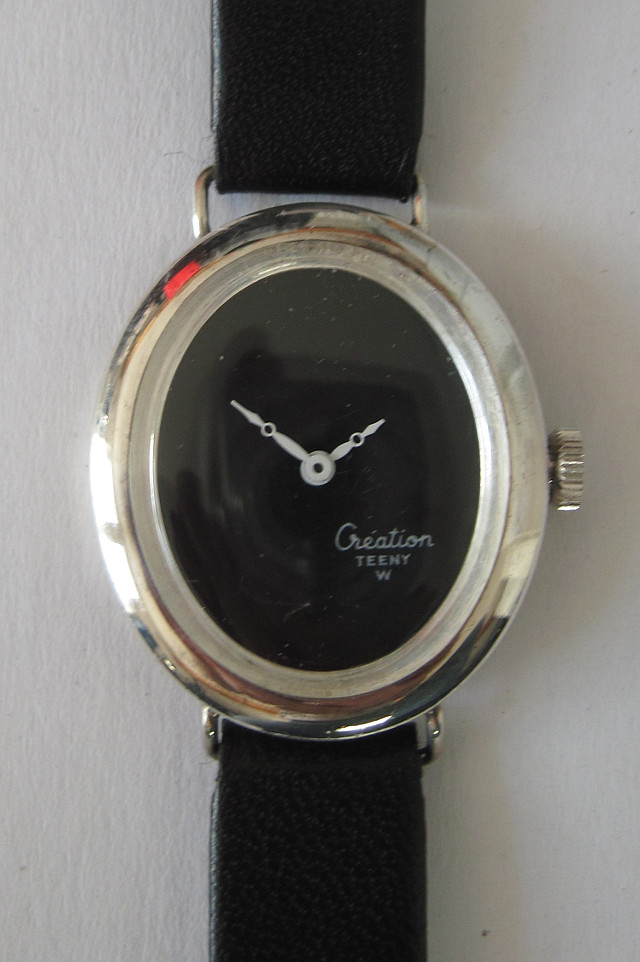 Creation Teeny ladies' watch in a silver case
